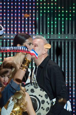 Показ Jean Paul Gaultier коллекции сезона Весна-лето 2015 года prêt-à-porter - www.elle.ru - Подиум - фото 591209