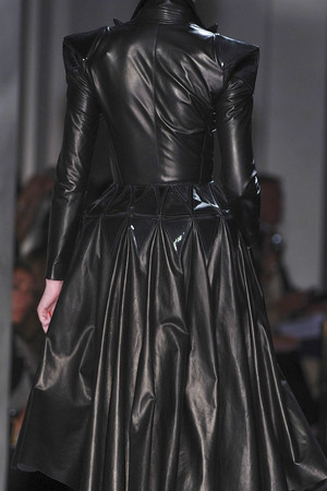 Показ Jean Paul Gaultier коллекции сезона Осень-зима 2009-2010 года Haute couture - www.elle.ru - Подиум - фото 87988