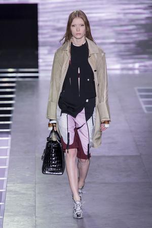 Показ Louis Vuitton коллекции сезона Весна-лето  2016 года Prêt-à-porter - www.elle.ru - Подиум - фото 602404