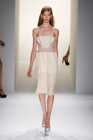 Показ Calvin Klein Collection коллекции сезона Весна-лето 2013 года prêt-à-porter - www.elle.ru - Подиум - фото 423603