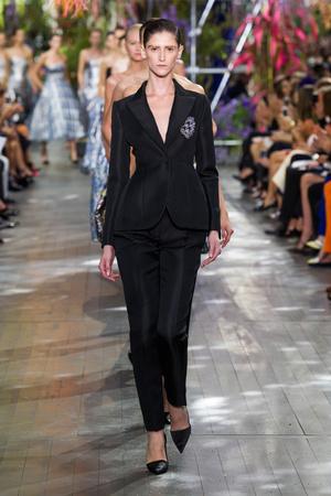 Показ Christian Dior коллекции сезона Весна-лето 2014 года prêt-à-porter - www.elle.ru - Подиум - фото 568361