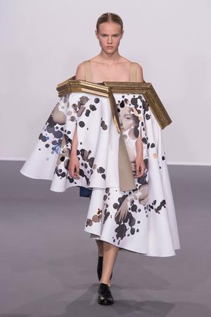 Показ Viktor & Rolf коллекции сезона Осень-зима 2015-2016 года Haute couture - www.elle.ru - Подиум - фото 597331