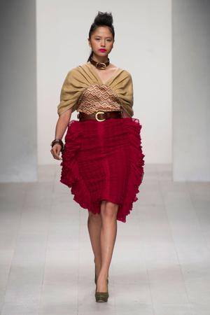 Показ Fashion Fringe коллекции сезона Весна-лето 2013 года prêt-à-porter - www.elle.ru - Подиум - фото 434754