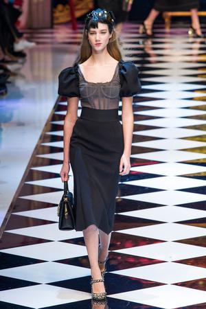 Показ Dolce & Gabbana коллекции сезона Осень-зима 2016-2017 года prêt-à-porter - www.elle.ru - Подиум - фото 605405