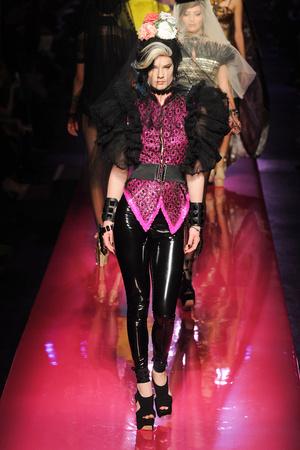 Показ Jean Paul Gaultier коллекции сезона Весна-лето 2012 года Haute couture - www.elle.ru - Подиум - фото 332623