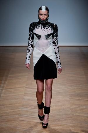 Показ On Aura Tout Vu коллекции сезона Весна-лето 2014 года haute couture - www.elle.ru - Подиум - фото 574356