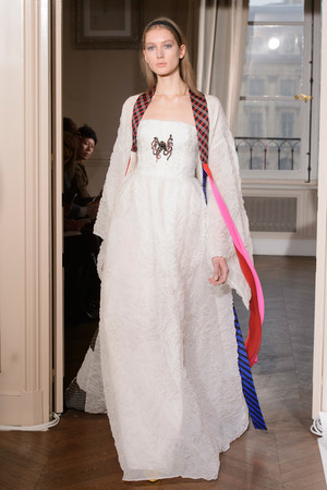Показ Schiaparelli коллекции сезона Весна-лето  2017 года Haute couture - www.elle.ru - Подиум - фото 616360