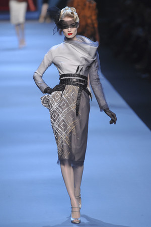 Показ Christian Dior коллекции сезона Весна-лето 2011 года haute couture - www.elle.ru - Подиум - фото 214922