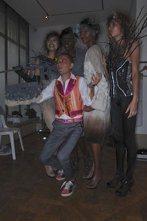 Показ On Aura Tout Vu коллекции сезона Осень-зима 2009-2010 года haute couture - www.elle.ru - Подиум - фото 88240