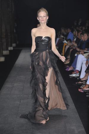 Показ Valentino коллекции сезона Осень-зима 2009-2010 года haute couture - www.elle.ru - Подиум - фото 88438