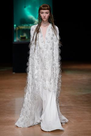 Показ Iris van Herpen коллекции сезона Осень-зима 2017-2018 года Haute couture - www.elle.ru - Подиум - фото 623892