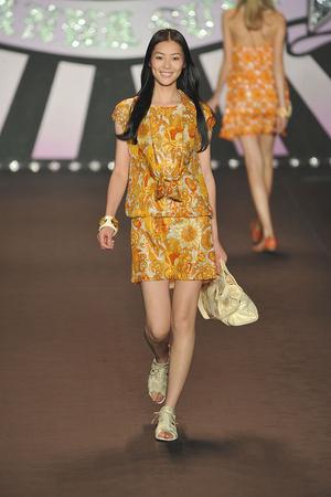 Показ Anna Sui коллекции сезона Весна-лето 2010 года prêt-à-porter - www.elle.ru - Подиум - фото 110500