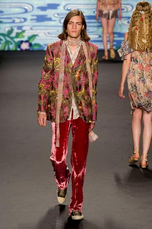 Показ Anna Sui коллекции сезона Весна-лето 2014 года prêt-à-porter - www.elle.ru - Подиум - фото 562295