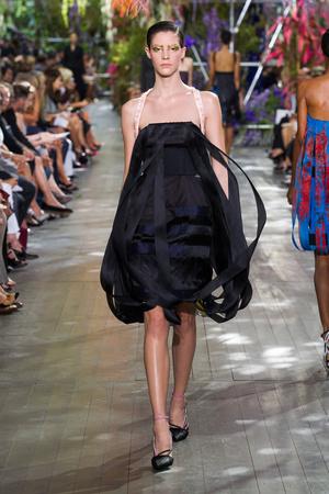 Показ Christian Dior коллекции сезона Весна-лето 2014 года prêt-à-porter - www.elle.ru - Подиум - фото 568357