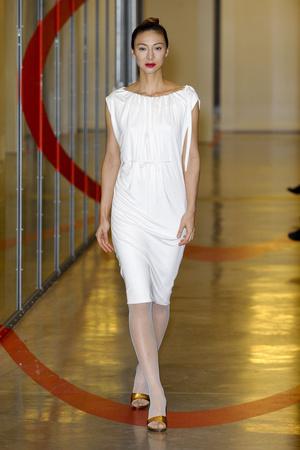 Показ Adeline Andre коллекции сезона Весна-лето 2012 года haute couture - www.elle.ru - Подиум - фото 331508