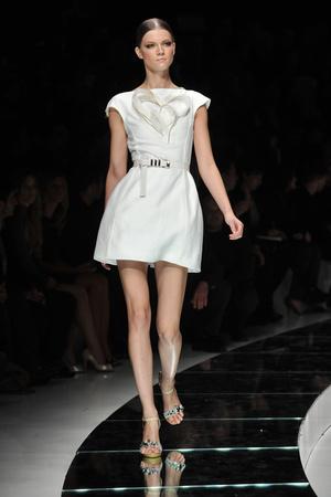 Показ Versace коллекции сезона Весна-лето 2009 года Prêt-à-porter - www.elle.ru - Подиум - фото 83564