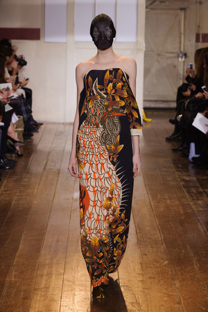 Показ Maison Martin Margiela коллекции сезона Весна-лето 2014 года haute couture - www.elle.ru - Подиум - фото 575101