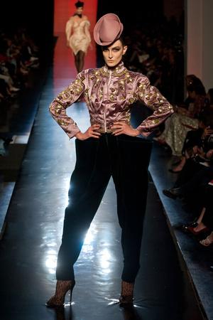 Показ Jean Paul Gaultier коллекции сезона Осень-зима 2013-2014 года Haute couture - www.elle.ru - Подиум - фото 556239