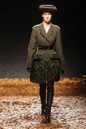 Показ McQ Alexander McQueen коллекции сезона Осень-зима 2012-2013 года Prêt-à-porter - www.elle.ru - Подиум - фото 356291