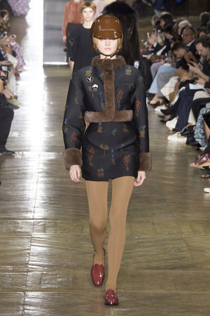 Показ Ulyana Sergeenko коллекции сезона Осень-зима 2016-2017 года Haute couture - www.elle.ru - Подиум - фото 606876