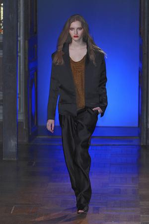 Показ Anne Valerie Hash коллекции сезона Весна-лето 2010 года haute couture - www.elle.ru - Подиум - фото 138009