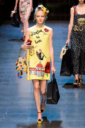 Показ Dolce & Gabbana коллекции сезона Весна-лето  2016 года prêt-à-porter - www.elle.ru - Подиум - фото 600501