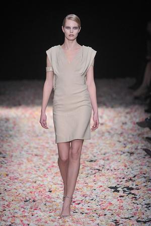 Показ Givenchy коллекции сезона Весна-лето 2009 года Haute couture - www.elle.ru - Подиум - фото 86840