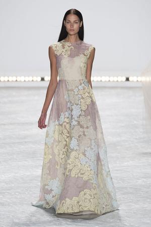 Показ Monique Lhuillier коллекции сезона Весна-лето 2015 года prêt-à-porter - www.elle.ru - Подиум - фото 586192