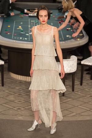 Показ Chanel коллекции сезона Осень-зима 2015-2016 года Haute couture - www.elle.ru - Подиум - фото 597083