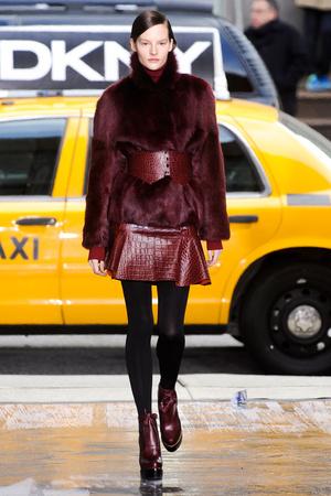 Показ DKNY коллекции сезона Осень-зима 2012-2013 года Prêt-à-porter - www.elle.ru - Подиум - фото 342502