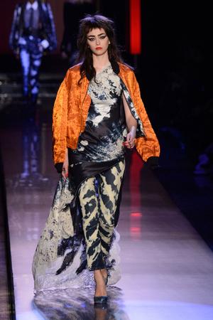 Показ Jean Paul Gaultier коллекции сезона Весна-лето  2016 года Haute couture - www.elle.ru - Подиум - фото 602945