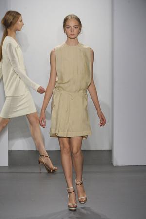 Показ Calvin Klein коллекции сезона Весна-лето 2011 года Prêt-à-porter - www.elle.ru - Подиум - фото 178140