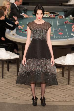 Показ Chanel коллекции сезона Осень-зима 2015-2016 года Haute couture - www.elle.ru - Подиум - фото 597091