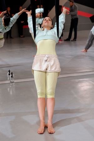 Показ Adidas by Stella McCartney коллекции сезона Весна-лето 2014 года Prêt-à-porter - www.elle.ru - Подиум - фото 567000