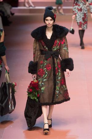 Показ Dolce & Gabbana коллекции сезона Осень-зима 2015-2016 года Prêt-à-porter - www.elle.ru - Подиум - фото 594877