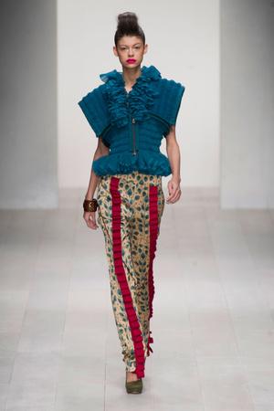 Показ Fashion Fringe коллекции сезона Весна-лето 2013 года prêt-à-porter - www.elle.ru - Подиум - фото 434752