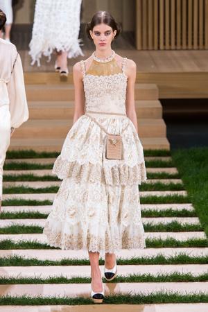 Показ Chanel коллекции сезона Весна-лето  2016 года haute couture - www.elle.ru - Подиум - фото 602768