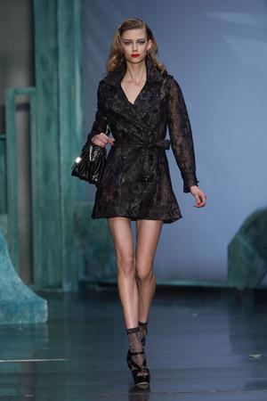 Показ Christian Dior коллекции сезона Весна-лето 2010 года prêt-à-porter - www.elle.ru - Подиум - фото 119435