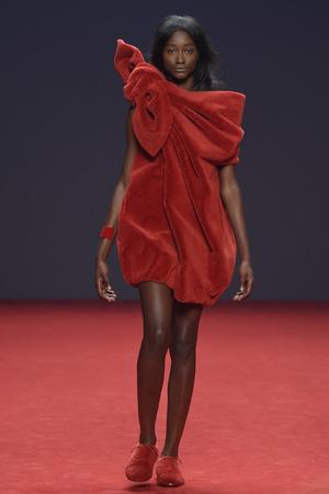Показ Viktor & Rolf коллекции сезона Осень-зима 2014-2015 года Haute couture - www.elle.ru - Подиум - фото 585189
