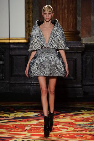 Показ  коллекции сезона Весна-лето 2013 года Haute couture - www.elle.ru - Подиум - фото 477480