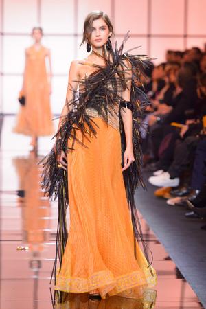 Показ Giorgio Armani Privé коллекции сезона Весна  2017 года Haute couture - www.elle.ru - Подиум - фото 616474
