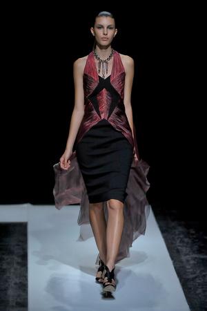 Показ Maxime Simoens коллекции сезона Осень-зима 2011-2012 года haute couture - www.elle.ru - Подиум - фото 278929