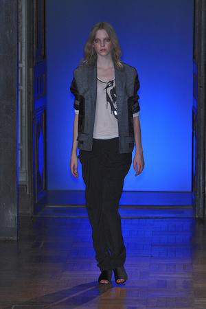 Показ Anne Valerie Hash коллекции сезона Весна-лето 2010 года haute couture - www.elle.ru - Подиум - фото 138021