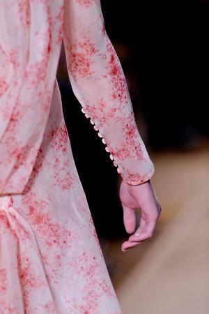 Показ Valentino коллекции сезона Весна-лето 2012 года Haute couture - www.elle.ru - Подиум - фото 333869