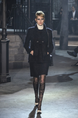 Показ Chanel коллекции сезона Pre-fall  2016 года Metiers d'Art - www.elle.ru - Подиум - фото 602555