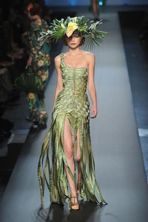 Показ Jean Paul Gaultier коллекции сезона Весна-лето 2010 года Haute couture - www.elle.ru - Подиум - фото 139015