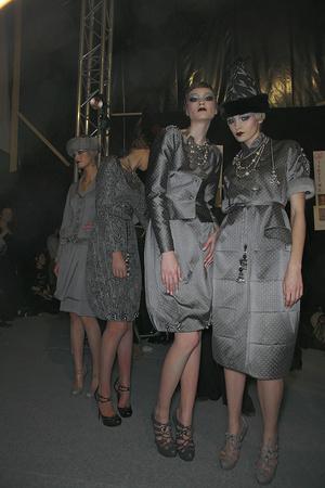 Показ Christian Dior коллекции сезона Осень-зима 2009-2010 года Prêt-à-porter - www.elle.ru - Подиум - фото 97647