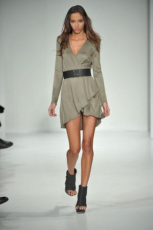 Показ Bebe Kardashian коллекции сезона Осень-зима 2010-2011 года Prêt-à-porter - www.elle.ru - Подиум - фото 145817