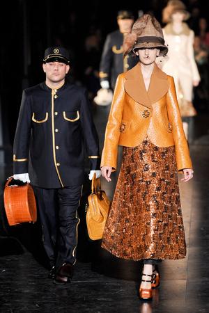 Показ Louis Vuitton коллекции сезона Осень-зима 2012-2013 года Prêt-à-porter - www.elle.ru - Подиум - фото 387453