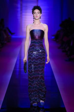 Показ Armani Privé  коллекции сезона Осень-зима 2015-2016 года Haute couture - www.elle.ru - Подиум - фото 597029